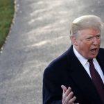 """ترامب يدخل في """"معركة علنية"""" مع رئيس المحكمة العليا"""