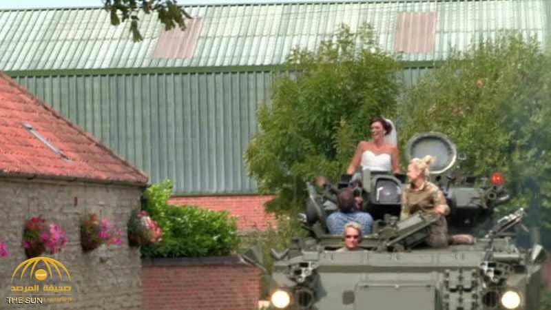 زفاف حربي.. عروس تُزف على متن دبابة!