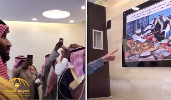 بالفيديو.. تعرف على قصة الصورة التي جذبت انتباه ولي العهد أثناء زيارته أحد المواطنين في منزله بعرعر
