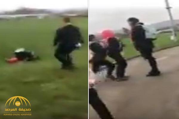 بعد يوم واحد من الاعتداء على شقيقها.. شاهد: فيديو صادم لضرب فتاة سورية ونزع حجابها في مدرسة ببريطانيا!