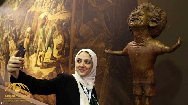 محمد صلاح يتصل بصاحبة التمثال ويوجه لها طلبا !