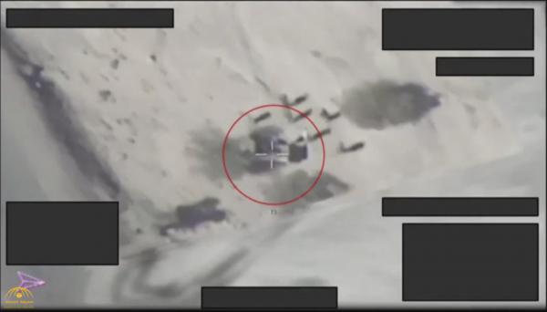 شاهد.. ردة فعل عناصر حوثية مسلحة قبل لحظات من استهداف طيران التحالف لهم في صعدة