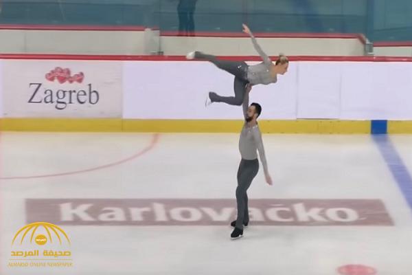 أثناء استعراضهما .. شاهد: لحظة سقوط متسابقة للتزحلق فوق الجليد على رأسها بطريقة مروعة!
