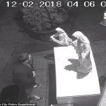 بالفيديو : مجهول يحطم تماثيل أمام كنيسة في نيويورك والشرطة الأمريكية تكثف البحث عنه