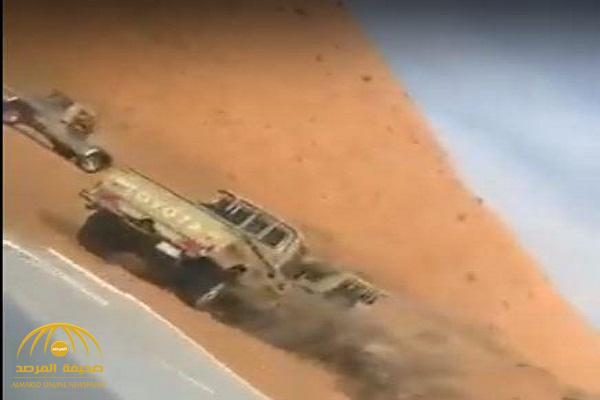 بالفيديو: 3 سيارات شاص تطارد ذئب في نفود حائل .. وهذا كان مصيره !