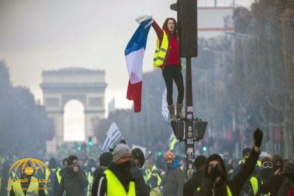 """أصحاب """"السترات الصفراء"""" ينتصرون على """"ماكرون"""".. وفرنسا تعلن تراجعها عن فرض ضرائب جديدة على الوقود!"""