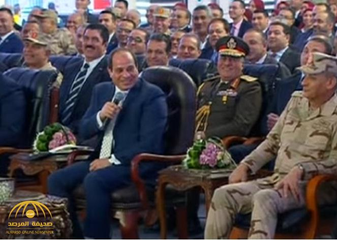 """شاهد بالفيديو.. السيسي يحرج وزيرة مصرية بسبب """"غسالة""""!"""