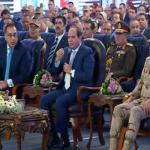 شاهد .. السيسي يصدم محافظ القاهرة بثلاثة أسئلة و يحرجه على الهواء !