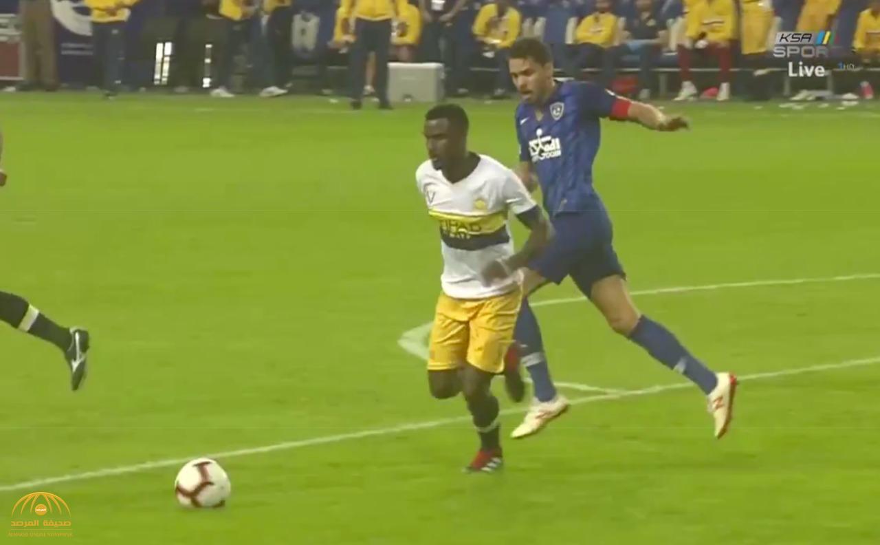 حكم سابق يفجر مفاجأة في مباراة الهلال والنصر – فيديو