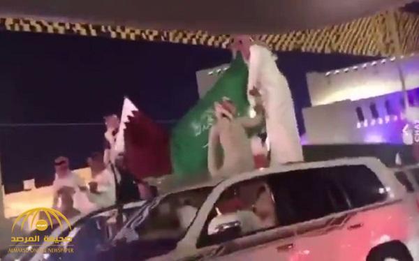 """شاهد .. لأول مرة منذ أزمة قطر … """"علم السعودية"""" يرفرف في شوارع الدوحة"""