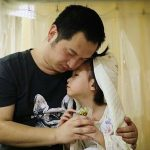 """بعد تلقيه هذه الصدمة.. أب يقيم """"حفل زفاف"""" على ابنته 4 سنوات! -صور"""