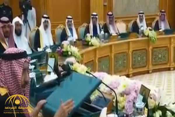 شاهد.. الملك سلمان أمام  جميع الوزراء: ما فيه أحد عنده حصانة ضد الأنظمة والشرع!