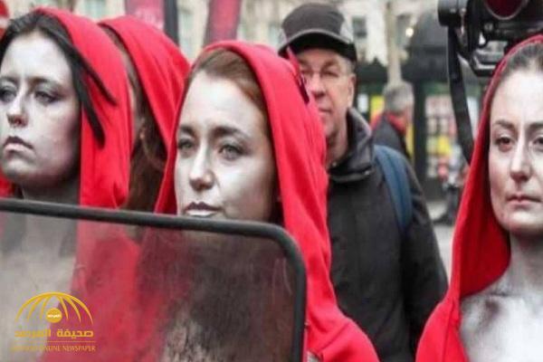 """شاهد """"عاريات"""" السترات الحمراء يقتحمن مظاهرات باريس!"""