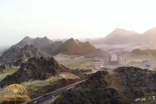 بعد هطول الأمطار.. شاهد: منظر خلاب للجبال على الطريق بين مكة وجدة!