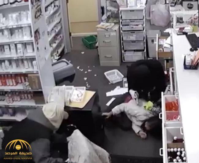 شاهد : أبشع جريمة سرقة بالإكراه يمكن أن تراها عينك.. والضحية فتاة!
