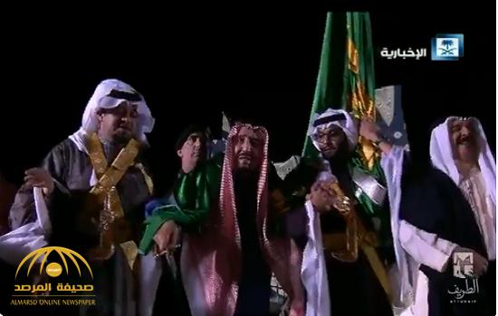شاهد ..الملك سلمان وملك البحرين يؤديان العرضة السعودية