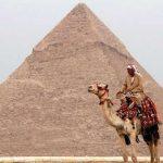 الحكومة المصرية تصدر توضيحًا حول أنباء بيع منطقة الأهرامات السياحية لدولة عربية