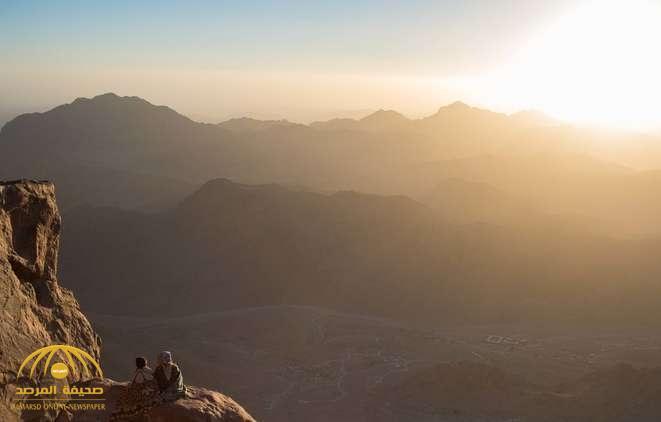 """عالم أمريكي يفجر مفاجأة : """"جبل موسى"""" في السعودية وليس بمصر"""