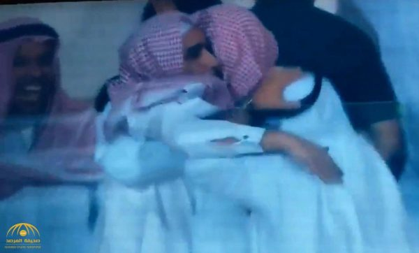 شاهد: رئيس الوحدة يسقط على الأرض مغشيا عليه لحظة تسجيل فريقه هدف الفوز على الأهلي في الدقائق الأخيرة