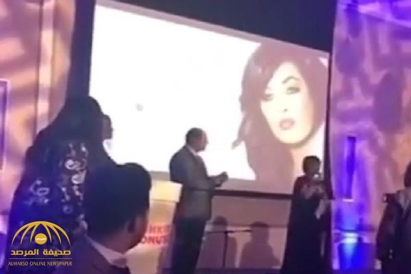بالفيديو.. وعد تتعرض لموقف محرج جدًا على المسرح!