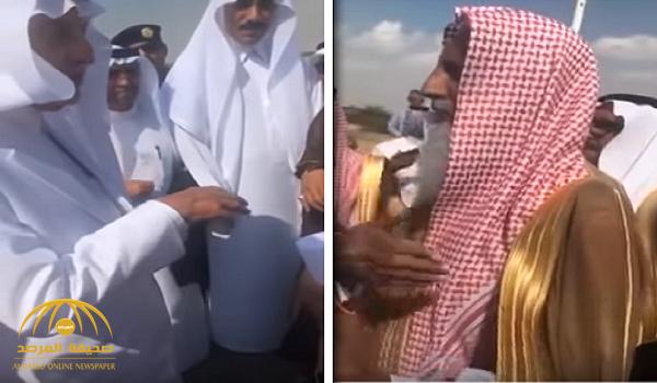 شاهد.. تعليق أمير مكة على مواطن تذمر من صعوبة تصريف مياه الأمطار التي غمرت منزله في الليث!