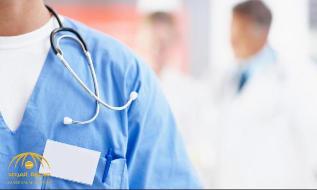 مواطن يتهم طبيب بالتسبب في خطأ طبي لوالده جعله طريح الفراش.. وصحة الطائف تعلق!