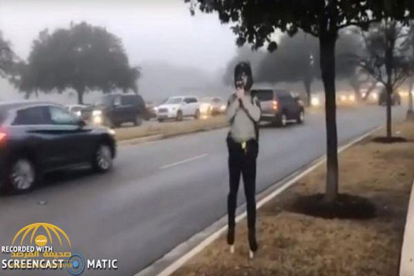 شاهد.. كيف تخدع شرطة ولاية تكساس السائقين على الطرق بطريقة مبتكرة لمنع المخالفات