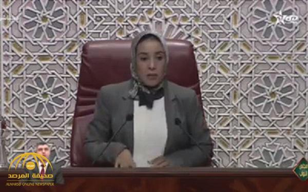 """بالفيديو .. زلة لسان نائبة """"إخوانية"""" بالبرلمان المغربي في جلسة رسمية حول """"الصلاة"""" يثير السخرية !"""