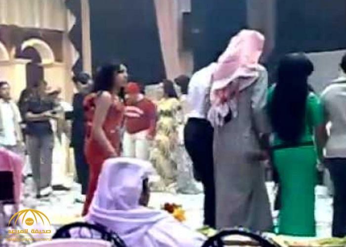 """مصريان يتعرفان على رجل أعمال """"سعودي"""" مُقعد داخل """"ملهى ليلي"""" في القاهرة .. وحينما وثق بهما كانت المفاجأة!"""