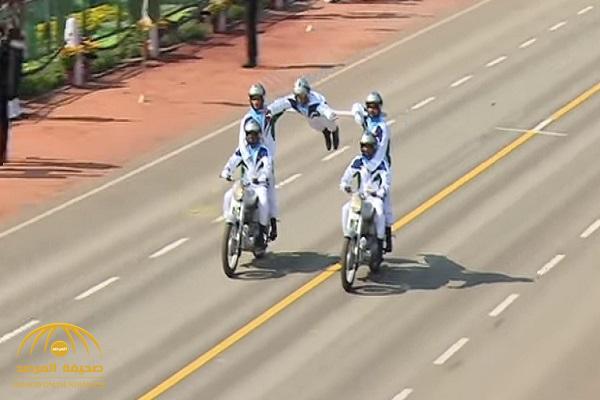 شاهد.. عرض مذهل لسائقي الدراجات النارية أثناء احتفالات العيد الوطني في الهند