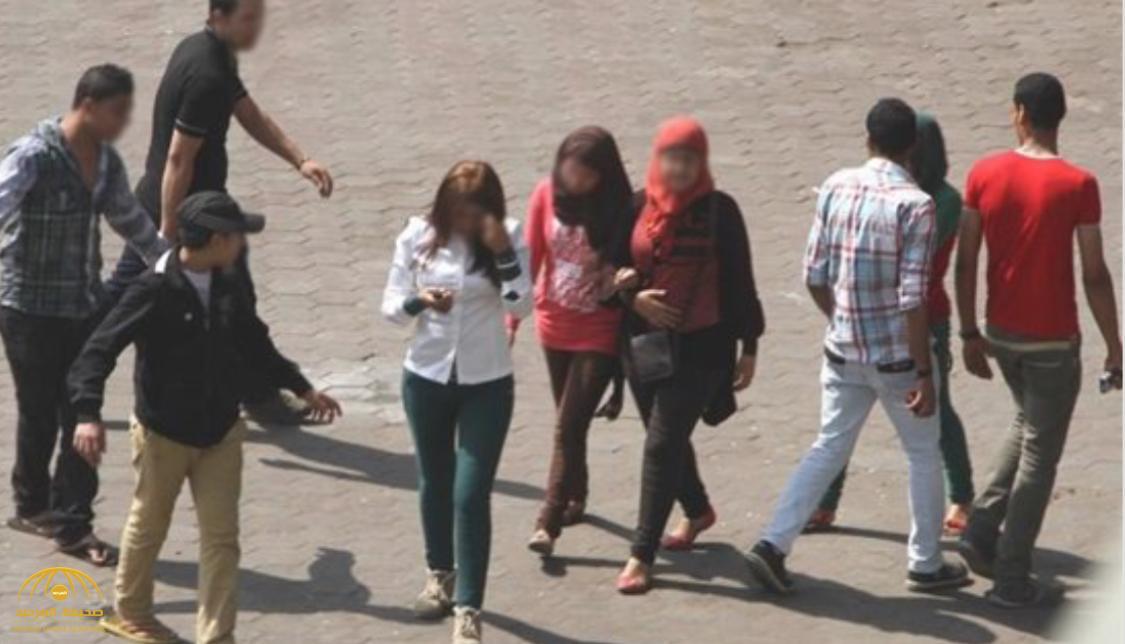 شاهد.. جلد شاب مصري متحرش في شارع فيصل بالقاهرة!