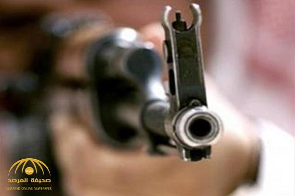 """جريمة مروعة.. """"يمني"""" يقتل زوجته بـ13 رصاصة باستخدام سلاح """"كلاشنكوف"""".. لسبب غريب!"""