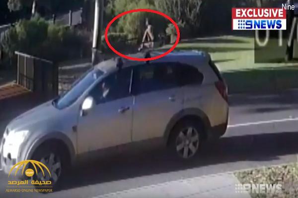 لقطة تحبس الأنفاس.. شاهد: سيدة تقود سيارتها ورضيعها على السقف!