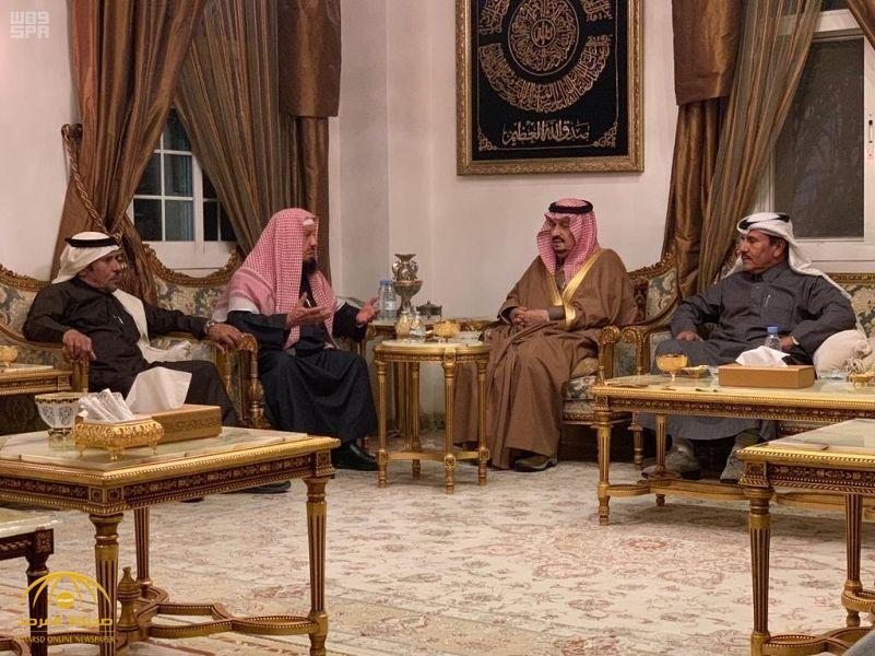 """بالصور.. أمير الرياض ونائبه يقدمان واجب العزاء للشيخ """"المنيع"""""""