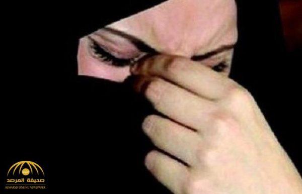 """كسرت الباب بعد وصلة من الشتائم .. مواطنة تستنجد من بطش أختها :""""حرمتنا من رؤية أمنا واستغلت مرضها""""!"""