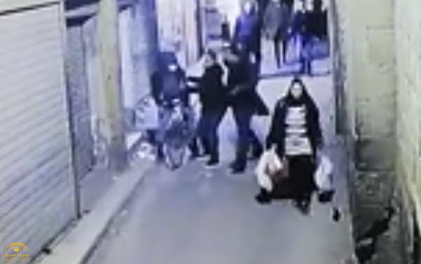 شاهد .. لحظة تفجير الإرهابي نفسه أثناء إلقاء القبض عليه داخل حارة في الدرب الأحمر بمصر