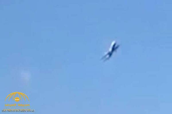 شاهد بالفيديو.. طائرة تنجو من الانقلاب بالجو في آخر لحظة!