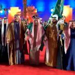 شاهد .. الملك سلمان يؤدي العرضة السعودية بعد تدشينه مشاريع تنموية بالرياض
