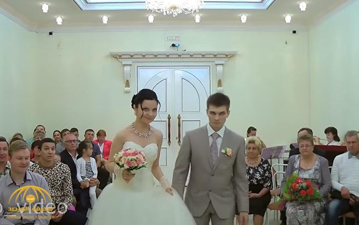 بالفيديو : عريس يغمى عليه قبل موافقته على الزواج .. شاهد ردة فعل العروس !