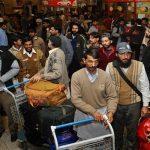 الباكستانيون المفرج عنهم بأمر ولي العهد يصلون بلادهم .. وهذا سبب تأخر بعضهم في المملكة