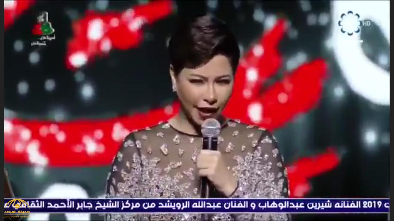 بالفيديو – زلة لسان جديدة تحرج الفنانة شيرين في الكويت