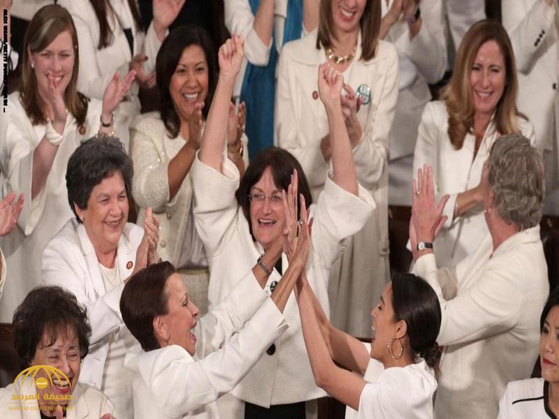"""ما سر ارتداء النساء للون الأبيض خلال خطاب ترامب عن """"حالة الاتحاد""""؟!"""