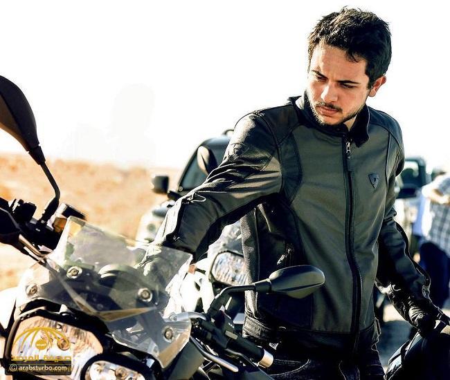 شاهد .. موكب ولي عهد الأردن أثناء زيارة لمنطقة تبوك على دراجة نارية