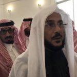 """مواطن يفاجئ """" آل الشيخ"""" أثناء جولته بطلب """"غير مسبوق"""".. وهكذا تفاعل معه"""