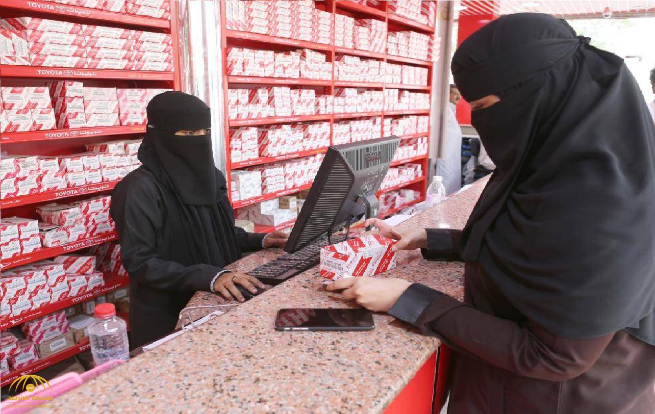 لأول مرة .. شاهد: سعوديات يبعن في محل لقطع غيار السيارات!