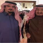 شاهد.. صورة حديثة تجمع خادم الحرمين والأمير عبدالعزيز بن فهد!