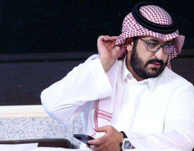 """شاهد.. ظهور شبيه لرئيس النصر: لا أتابع كرة و""""السويلم"""" هو من يشبهني"""