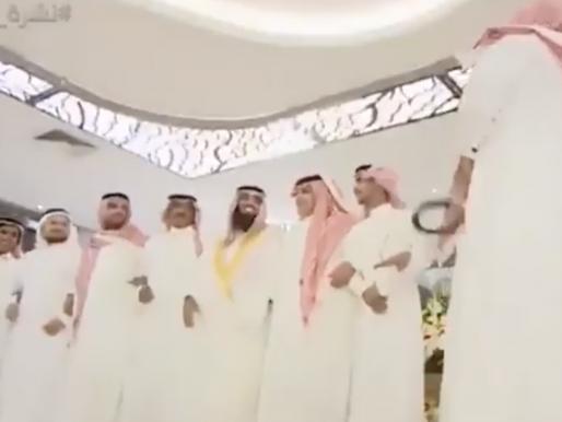 """شاهد .. أول فيديو من حفل الزواج الذي أقامته """"أمن الدولة"""" للسجين """"محمد القحطاني"""" من داخل أسوار سجن الحائر"""