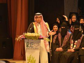 """شاهد .. الفنان عبدالإله السناني يحتفل بتخرج ابنته """"طبيبة أسنان"""".. وناصر القصبي يهنئ بصورة مفاجئة!"""