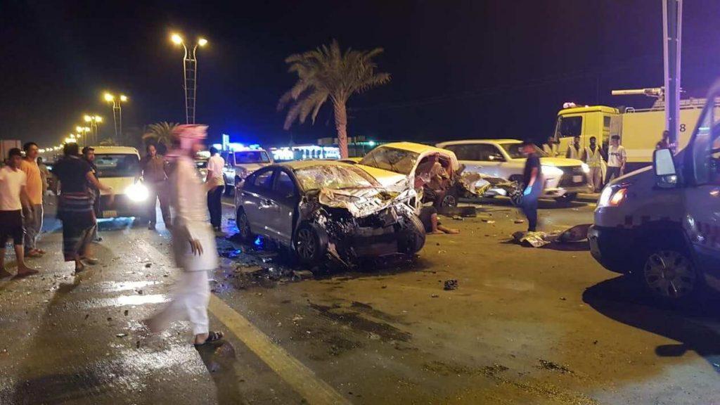 حادث تصادم مروّع بين 6 سيارات في بيش.. تعرَّف على التفاصيل بالصور!